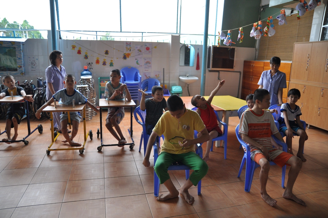 educate disable children at Thien Phuoc