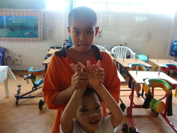 taking photos Thien Phuoc resized 600
