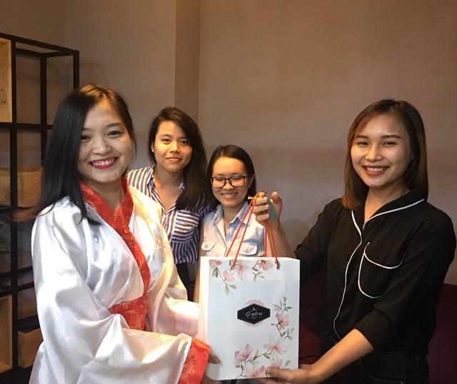 TRG members received mooncakes (1).jpg