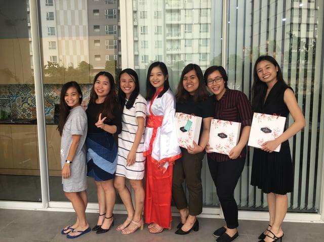 TRG members received mooncakes (4).jpg