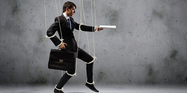 Micromanagement: The Danger of Being a Micromanager