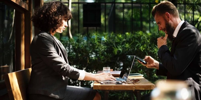 Professionalism in the Workplace – Do's and Don'ts